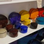 Askar i många färger från Hammershus.