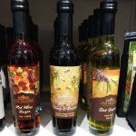 Tre flaskor med balasamvinäger