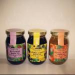 sylter: boysenbärmarmelad, björnbär och bananmarmelad och persika och myntamarmelad