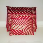 Röd-vita väskor